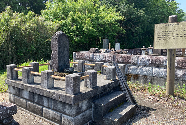 山崎半蔵の墓